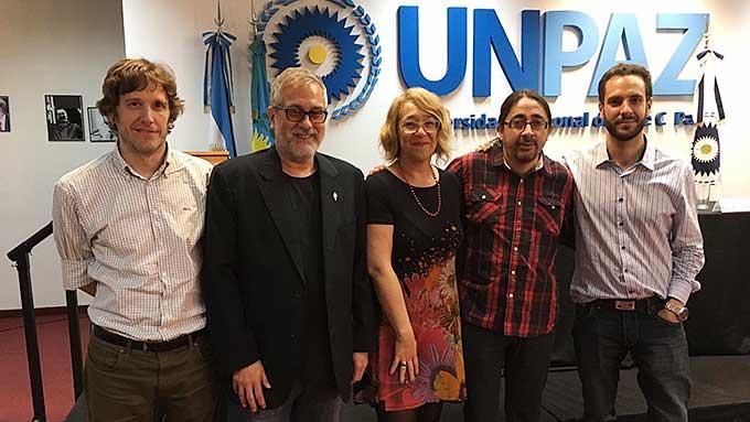 René Ramírez Junto Al Comité Editorial De La Revista Ucronias